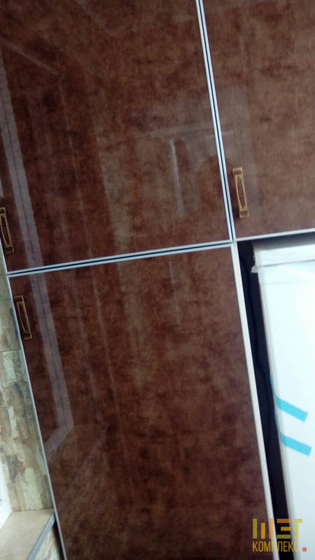 акриловый фасад полок на балконе