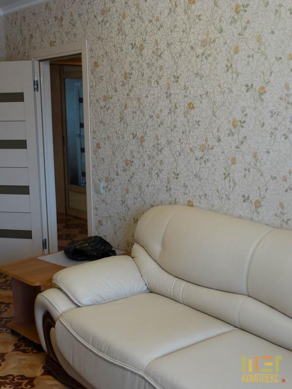 бежевый кожаный диван