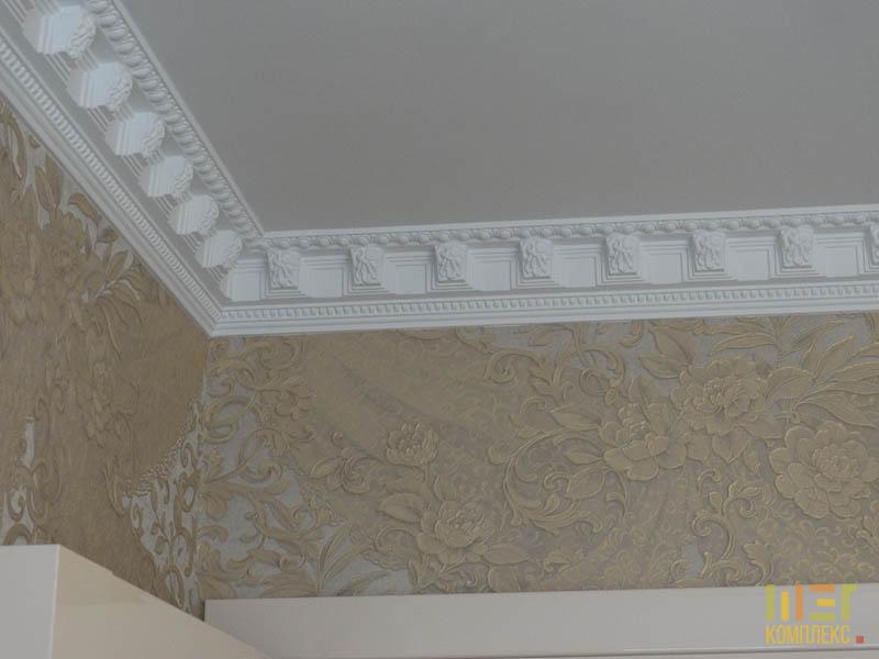 лепнина на потолке в спальне