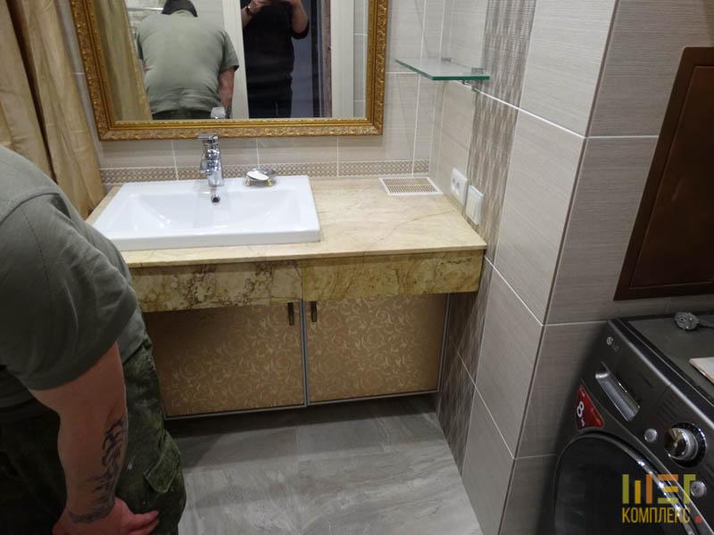 ванная в пастельных, темно коричневых тонах