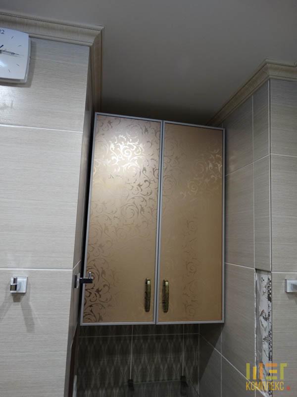 навесной шкаф с зеркальными дверцами